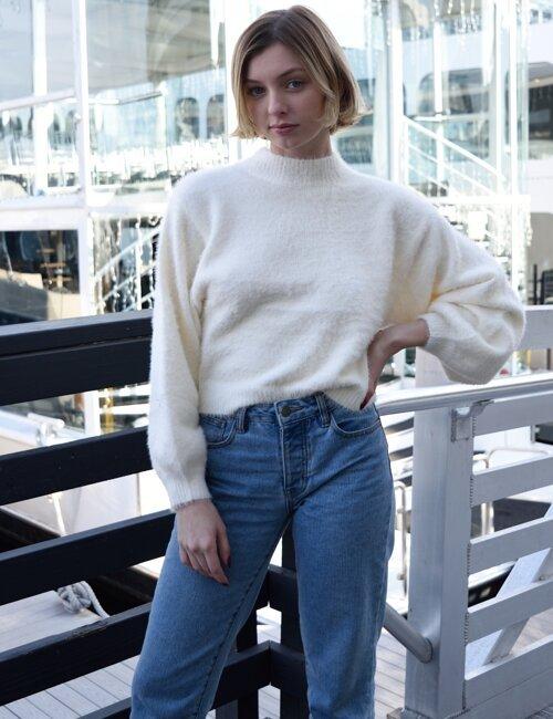 New Mood Cream Turtleneck Sweater