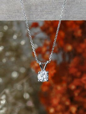 0.25CT Classic Diamond Solid 14 Karat Gold Pendant with Rabbit Bale