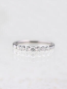 Point on Point Single Prong Diamond Band