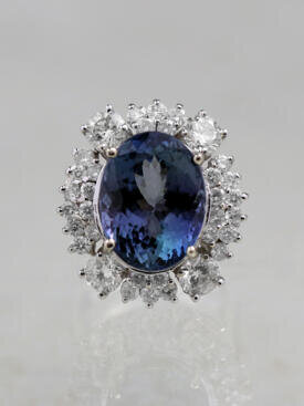 10.60ct Tanzanite and Diamond Solid 14K Gold Cocktail Ring